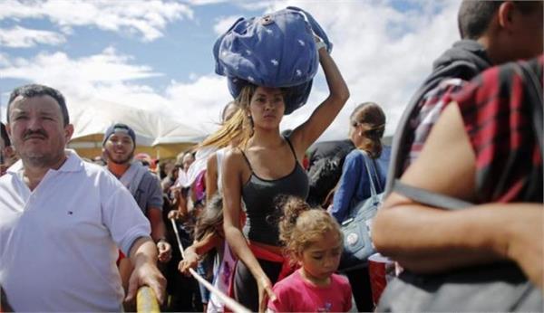 venezuela economy crumble peoples start flee
