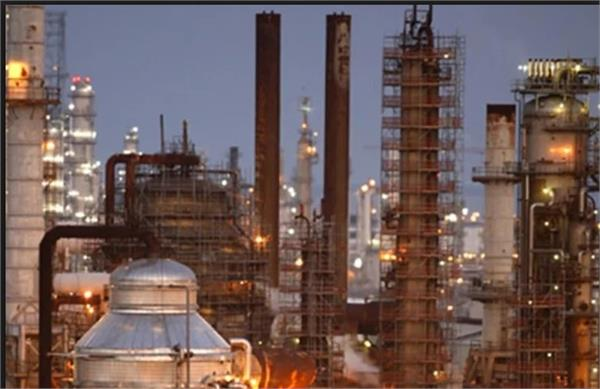 iran displaces saudi arabia as india s no 2 oil source