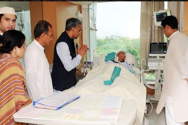 chief minister visits delhi to know nd tiwari health