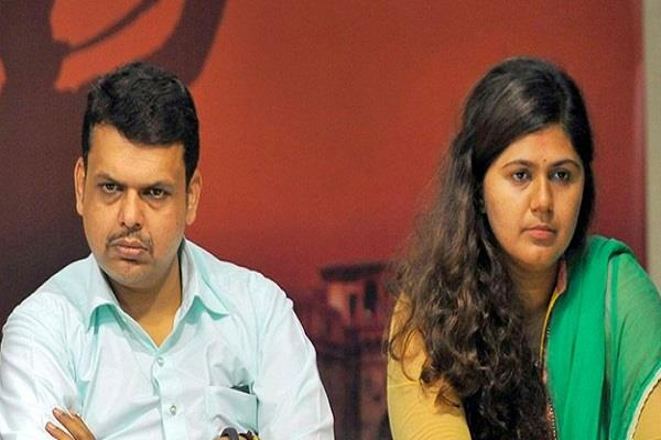 pankaja munde attack on fadnavis
