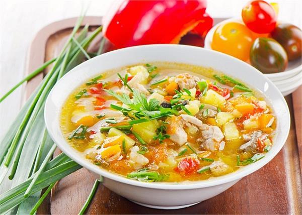 Monsoon Special: घर पर बना खाएं ये 5 सूप, खाने के बाद रहेंगे हैल्दी