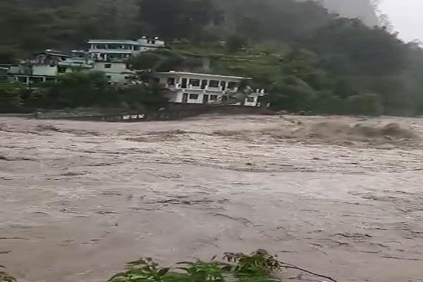 bridge connecting pithoragarh and bageshwar was broken