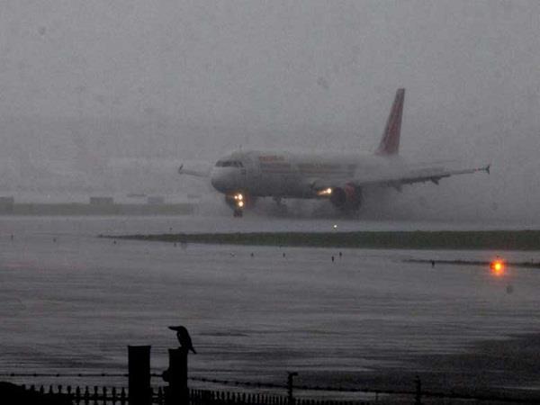 mumbai airport collides with bigger accident aircraft overtaking runway