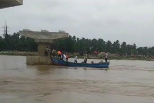 boat drowned in godavari river