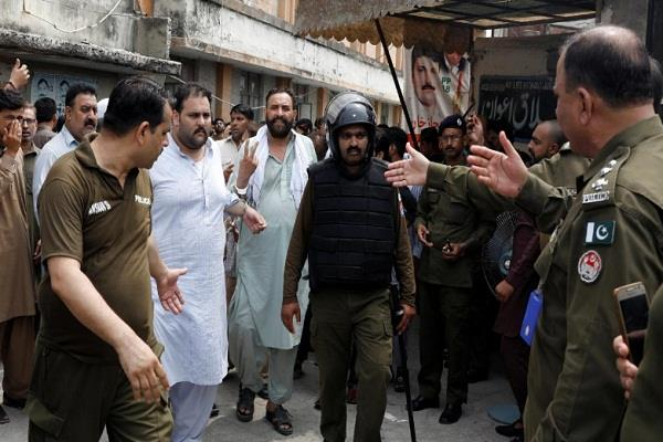 300 pml n activists arrested in pakistan before sharifs return home