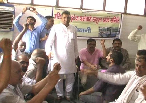 protest against permitting private buses as cm house