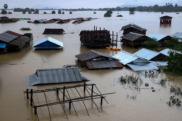 flood situation worsened in myanmar more than 100 000 people homeless