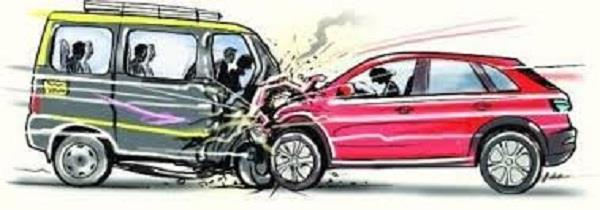 police personnel break dividers loss of cars