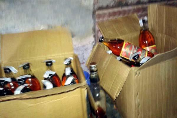 police caught 6 box of liquor from the cowshed