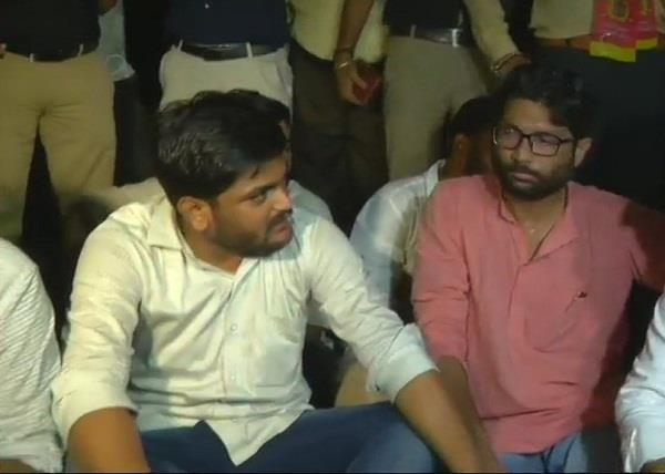 hardik alapp jignesh protested at sp s office
