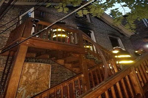 eight die in chicago fire incident