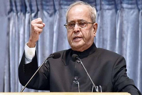 pranab appreciates manmohan s leadership in bringing economic development