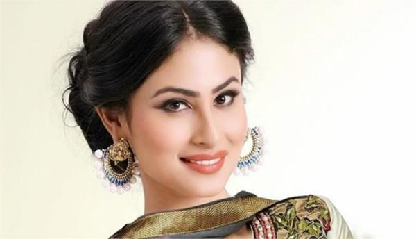 mouni roy says working with amitabh bachchan is like dream come true