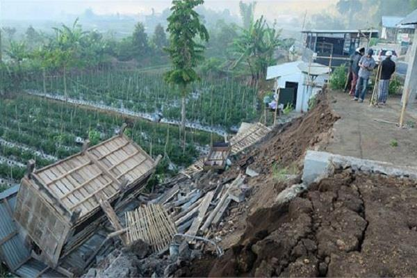 at least 91 people killed more than 200 injured in earthquake in indonesia