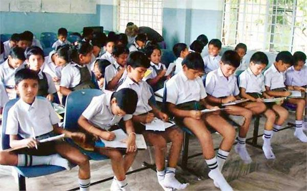 128 private schools in delhi withdrew  arbitrary  fee hike