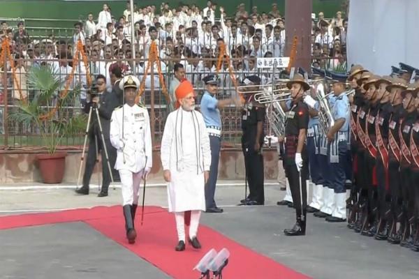 pm modi addresses nation on wearing saffron saafa