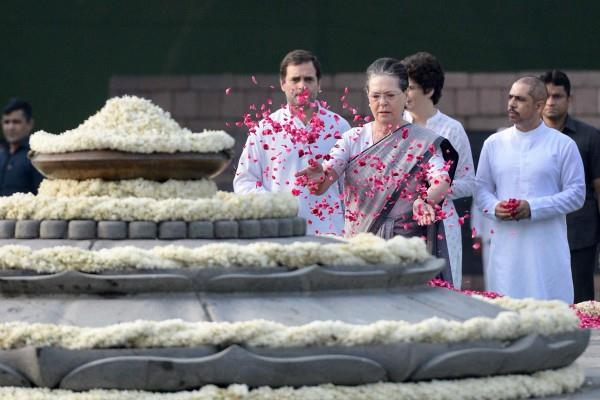 rajiv gandhi s birth anniversary today pm modi sonia and rahul paid tribute