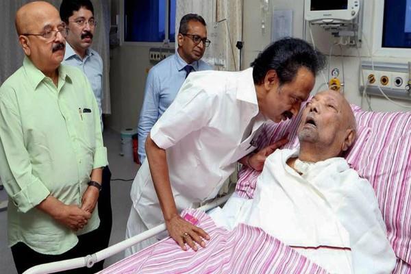 karunanidhi wife arrived to seen him