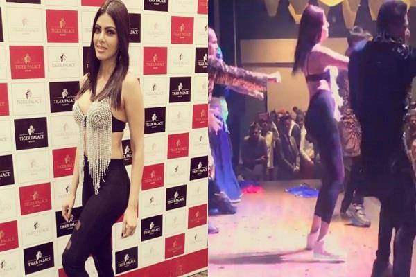 sherlyn chopra dance video viral