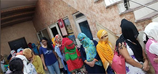 18 nepalese girls rescued from south delhi house