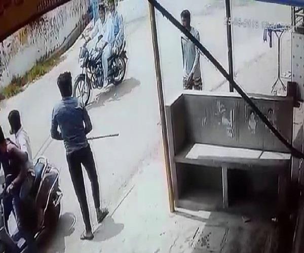 dabangi s dabangai beating with the sticks of the restaurant owner