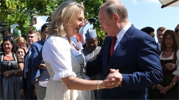 putin dances at austrian foreign minister s wedding
