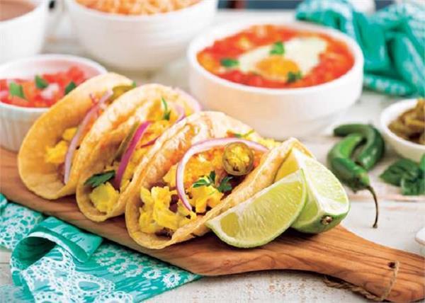 नाश्ता होगा हैल्दी और मजेदार, मिनटों बनाकर खाएं Egg Tacos