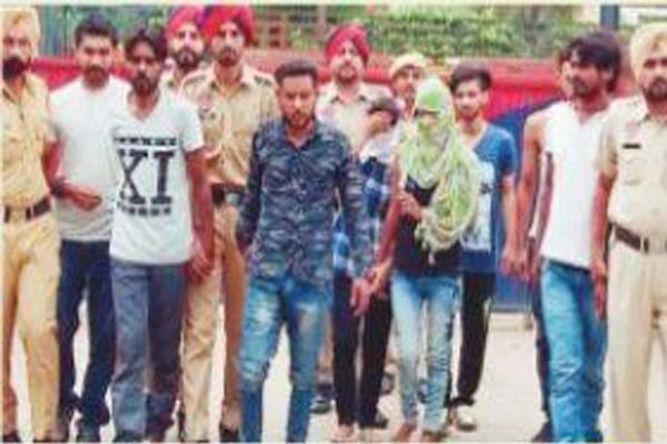 8 businessmen including two girls arrested in the body trade