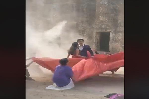 you may not have seen such a jugaad in pre wedding photoshoots video