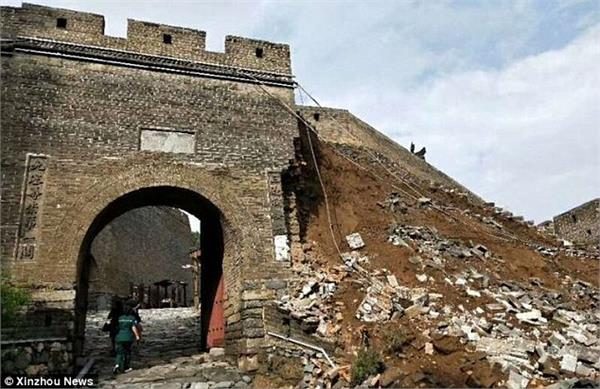 section of great wall of china collapses after heavy rainfall