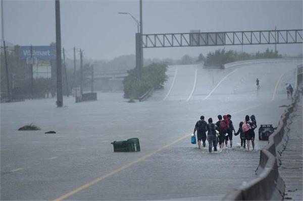 america warns of hurricane people gathering similar needs