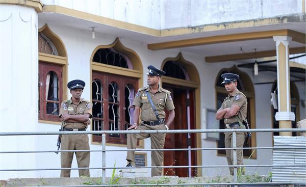 sri lanka s tourist police will learn hindi chinese