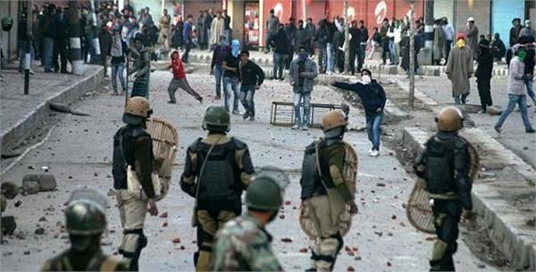 clashes in south kashmir 40 injured
