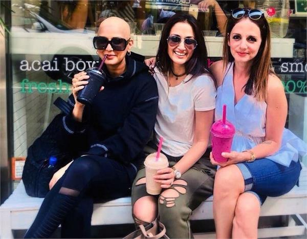 sonali bendre shares a picture with sussanne khan