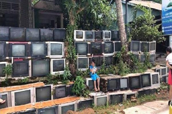 this house bullied by old tv