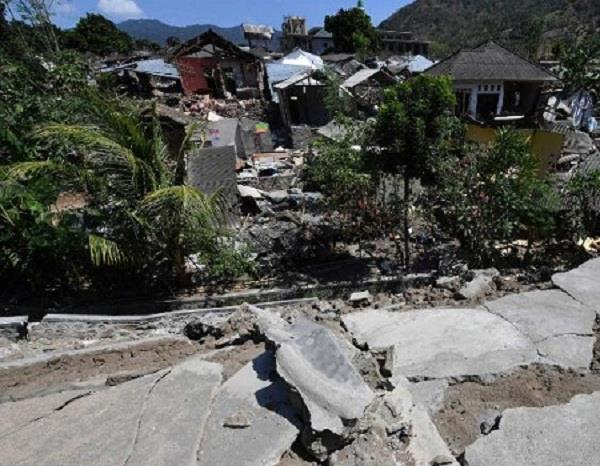 indonesias lombok island lifted 10 inches by quake