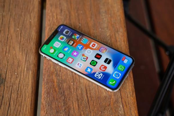 apple shares rise on pricey iphones no tariff impact yet