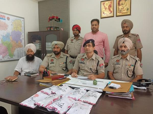 police arrest 2 with gold