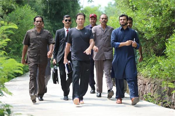 imran khan move to three bedroom flat as pm