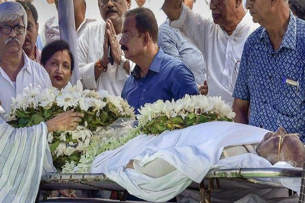 somnath chatterjee family refuse cpm flag