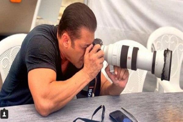 फिल्म 'भारत' की शूटिंग हुई शुरू, हाथ में प्रोफेशनल कैमरा लिए नजर आए सलमान खान