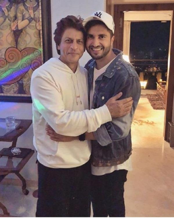 शाहरुख खान से मिले जस्सी गिल, तस्वीर शेयर कर जाहिर की खुशी