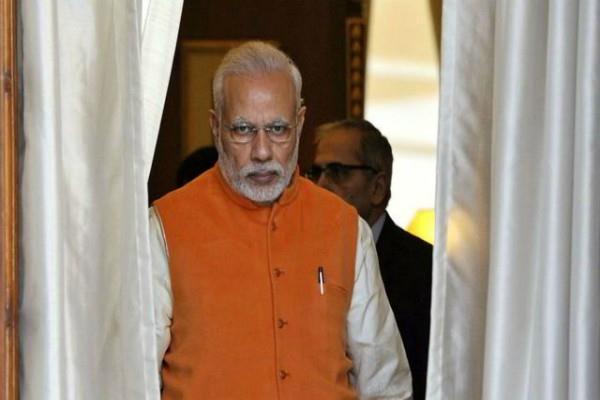 pm modi apologizes to the country for demonetisation surjewala