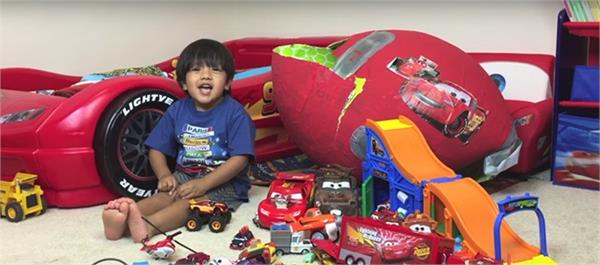 6 year old youtube star earns over 11m testing toys