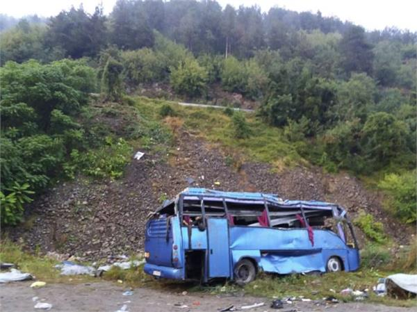 tourist bus crashes in bulgaria 16 killed