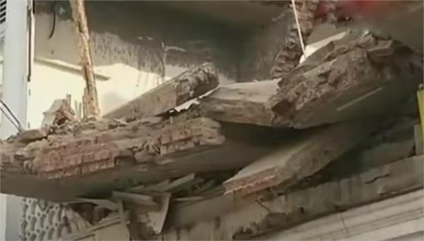 chandigarh roof collapses 2 people fear of suppressing