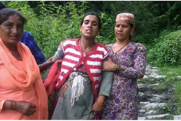 the pregnant woman had to walk 6 km during pregnancy
