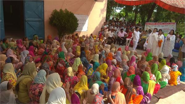 punjab kesari group distribute relife among border villagers