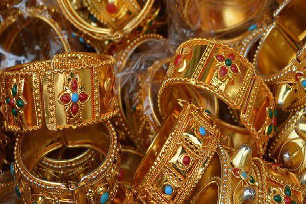 gold extends gains on global cues silver recovers