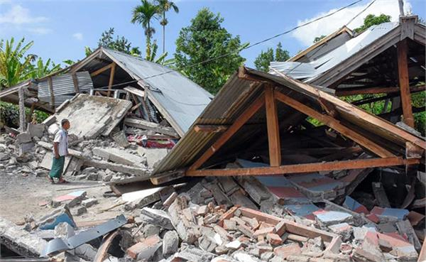 earthquake rocks indonesias lombok island